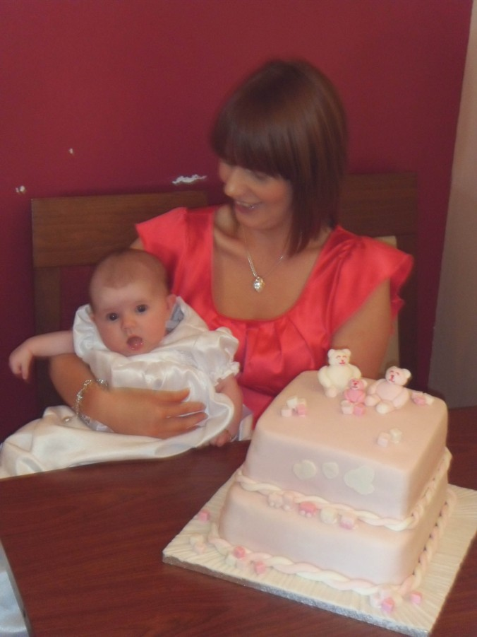 Lorraine and Chloe by the cake